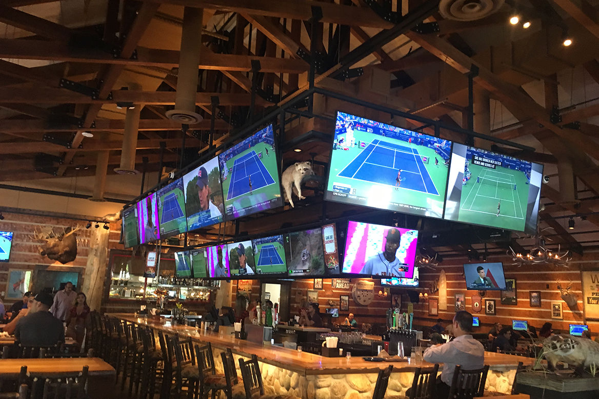 panasonic-professional-display-case-study-constrology-twin-peaks-sports-bar-image