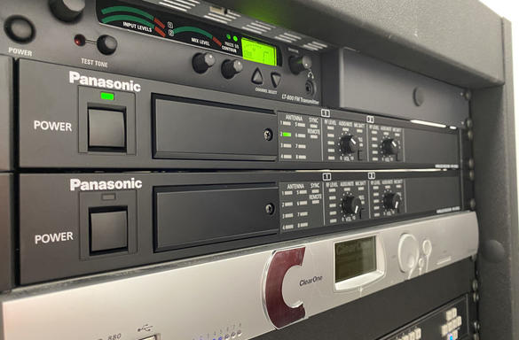 panasonic-pro-audio-university-of-michigan-ross-business-school-wireless-microphone-system-receiver-case-study-image