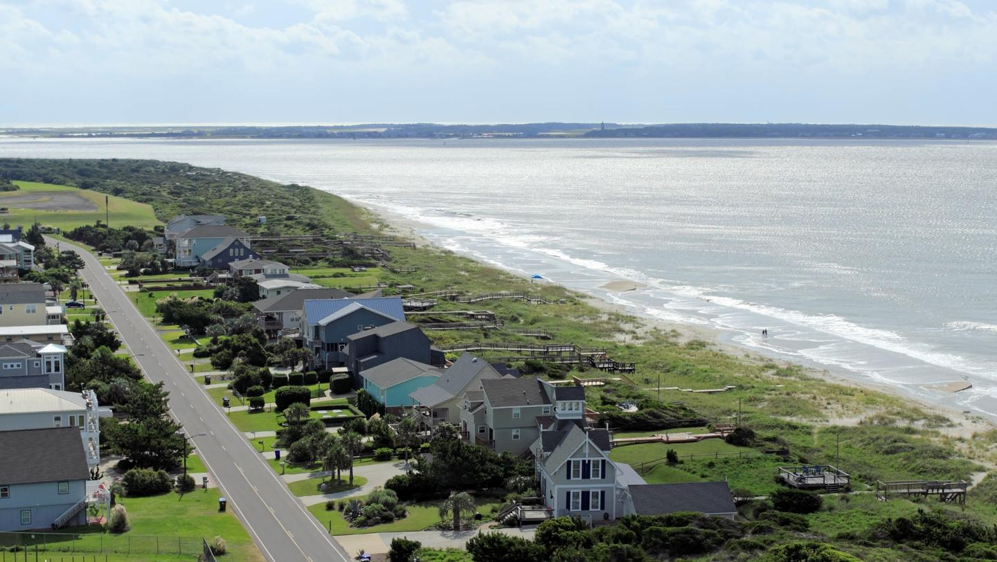 Green Living - Lighthouse View in Caswell Beach