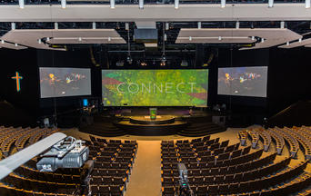 panasonic-projector-house-of-worship-calvary-chapel-image