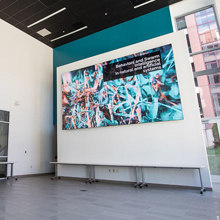 panasonic-video-wall-displays-for-digital-sigange